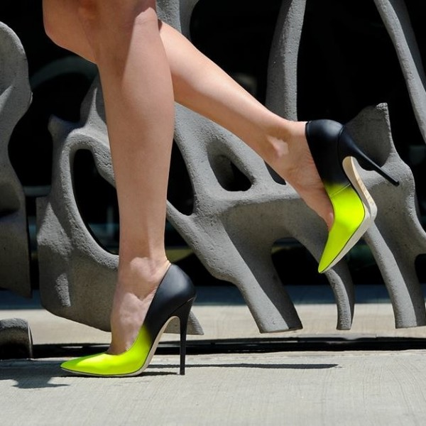 black_and_green_two_tone_pumps